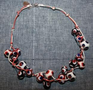 sieraden van eigen gemaakte kralen 10 juli 08 047